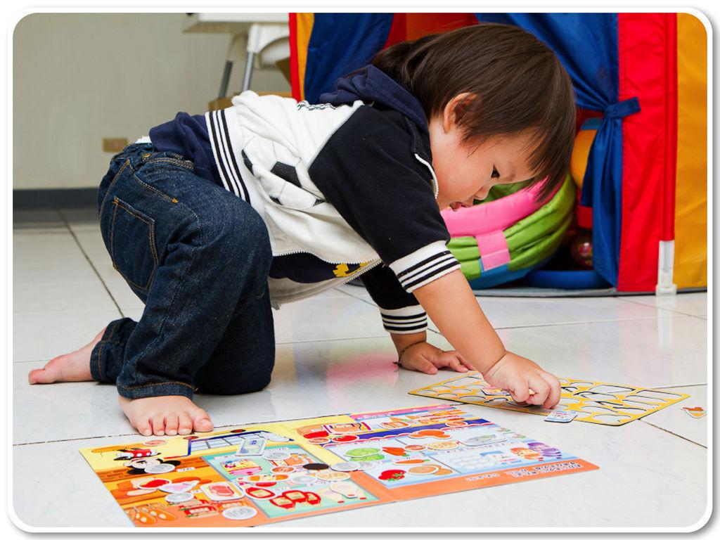 地板玩玩具