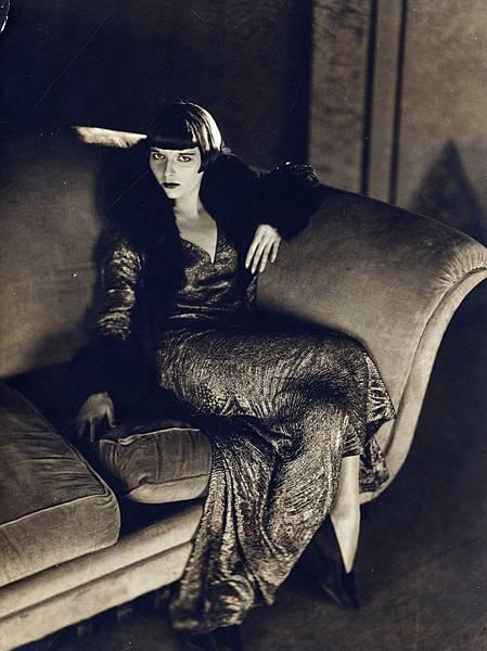 louise-brooks-in-prix-de-beautecc81-by-james-abbe-1930