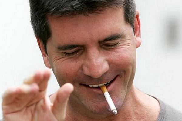 Simon-Cowell-enjoys-a-cigarette-as-he-meets-the-Press