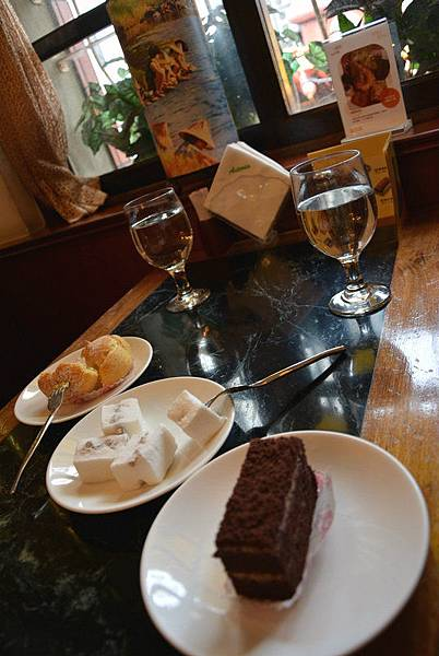 d60c52_cafe cake