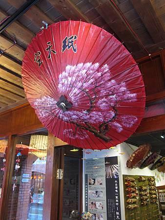 傳統手工藝術品「彩繪油紙傘」.JPG