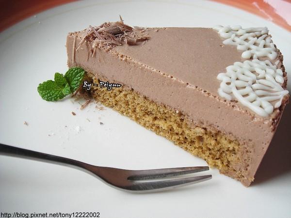 2008.02.23 牛奶巧克力慕思蛋糕(成品).jpg