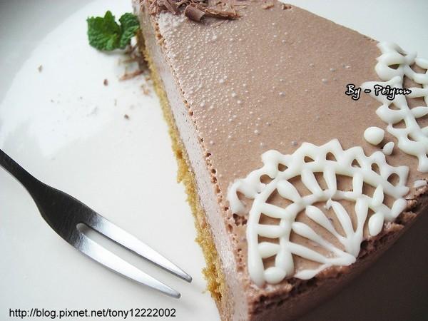 2008.02.23 牛奶巧克力慕思蛋糕(成品)2.jpg