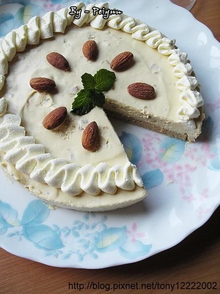 2008.02.28 榛果卡士達慕斯蛋糕(成品)2.jpg