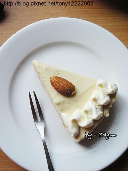 2008.02.28 榛果卡士達慕斯蛋糕(成品)3.jpg