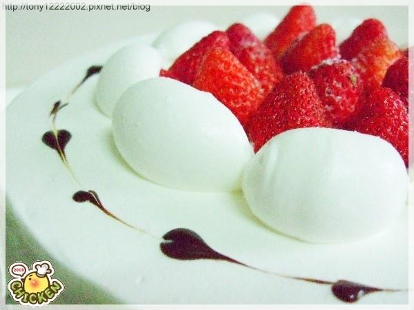 2009.02.21 蛋糕上的草莓.jpg