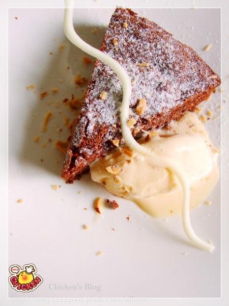 2010.04.24 Ture Brownie with vanilla icecream.jpg