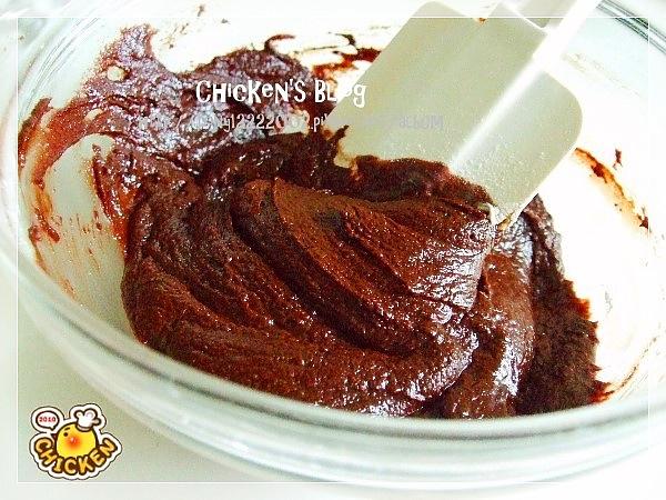 2010.08.16 酥皮融漿巧克力蛋糕6.jpg