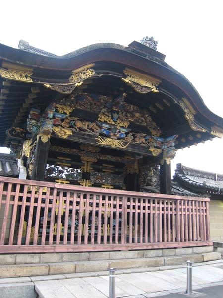 西本願寺著名的唐門