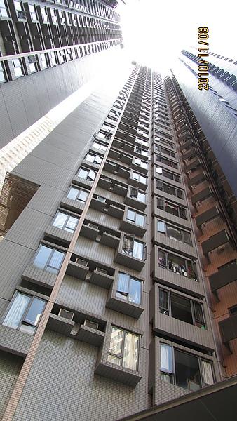 香港街道上好多高樓