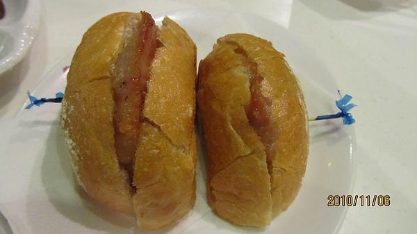 澳門茶餐廳的豬扒包