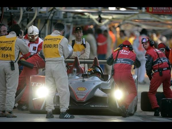 2007-Audi-R10-TDI-Le-Mans-Winner-Pit-Stop-Front-1280x960.jpg