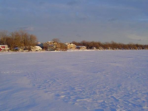 23 冬天結冰的湖面