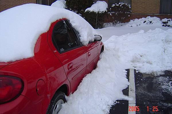 19 被大雪覆蓋的車