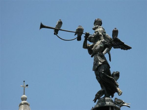 Statue at Plaza de Armas, Lima