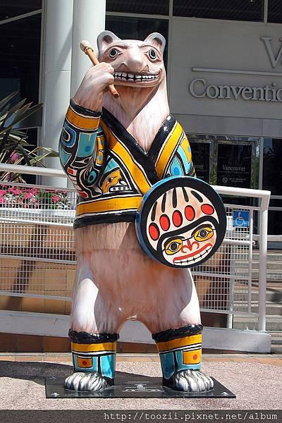 0726 加拿大廣場前的Dr. Bear1.JPG