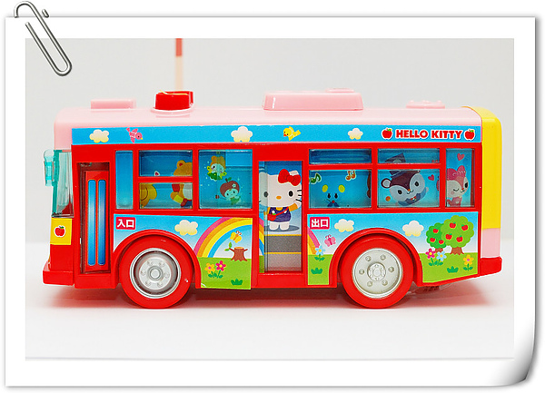 Hello Kitty bus (10).jpg