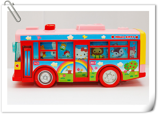 Hello Kitty bus (14).jpg