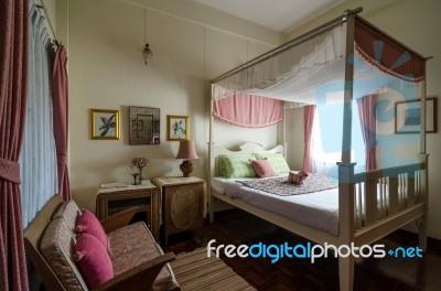 beautiful-vintage-bedroom-100226853
