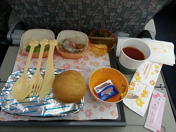 2013-10-17凱蒂機餐點.jpg