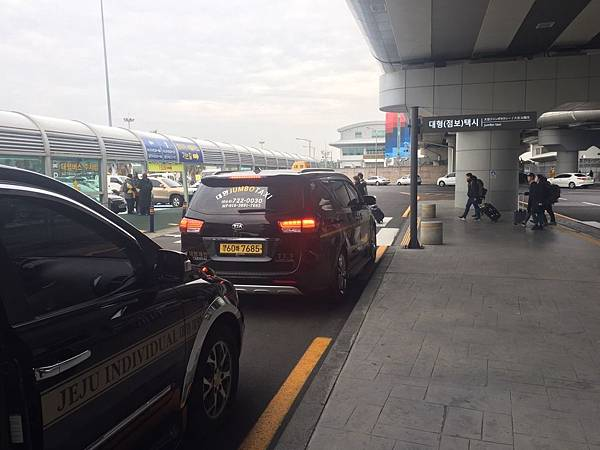Jeju機場大型車乘車處.jpg