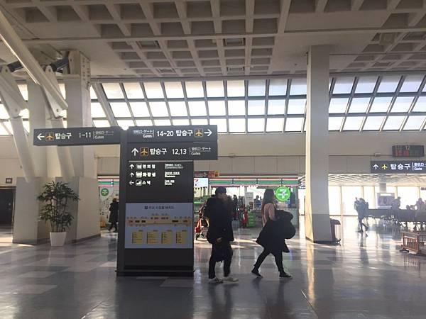 Jeju機場內.jpg
