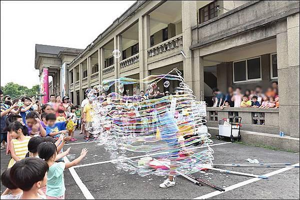 新北兒童藝術節泡泡表演-近身互動小泡泡