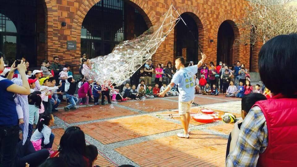 泡泡奇蹟-教保活動課程說明照片泡泡表演-泡泡雲