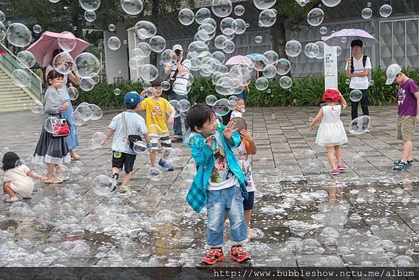 幼兒園泡泡表演活動