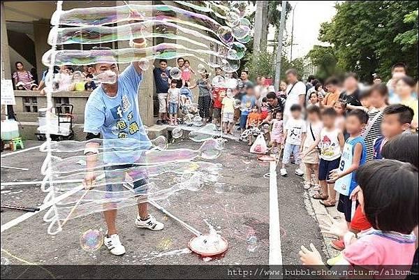 近身泡泡表演.幼兒園活動