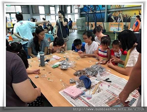 DIY活動吸引許多親子共同參加