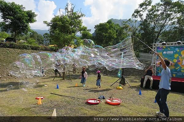 印象尖石露營區LOGOS楓露營泡泡派對 泡泡表演