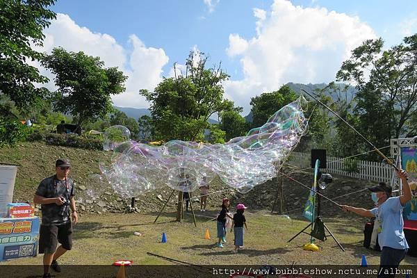 印象尖石露營區LOGOS楓露營泡泡派對 泡泡表演2