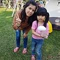 露營泡泡派對活動媽媽帶女兒玩泡泡