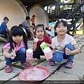露營泡泡派對活動3個小女生體驗泡泡毛毛蟲