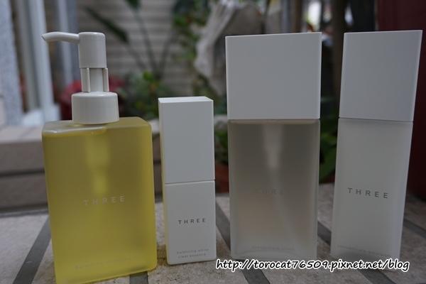 THREE平衡淨白精華液x平衡潔膚油x賦活系列 產品.jpg