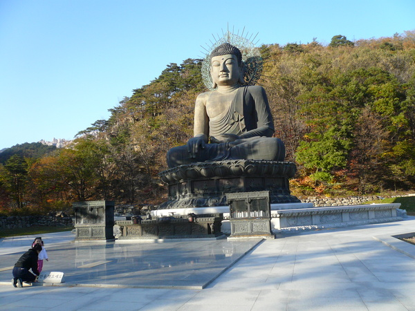 佛像看來滿慈祥的