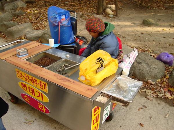 韓國常見的路邊零嘴--蜂蛹
