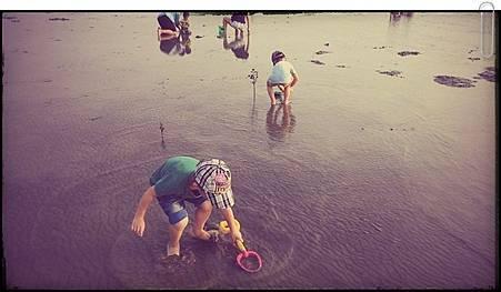 玩泥沙.jpg
