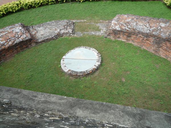 城內半圓堡壁與古井