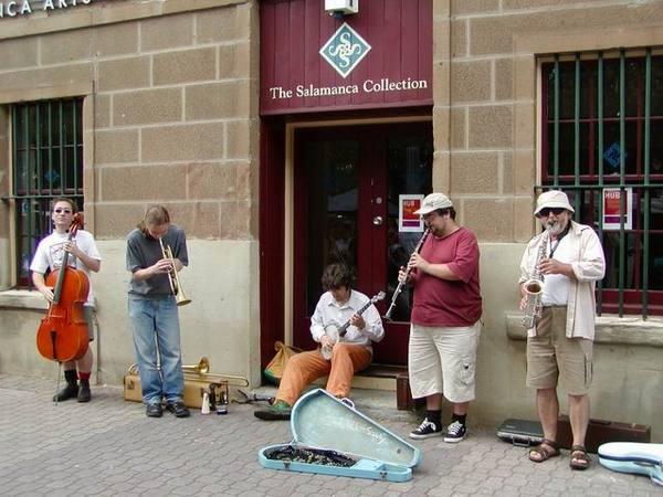 Salamanca 市集的表演團體