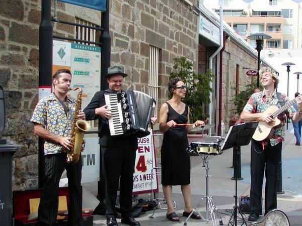 Salamanca Market 上的表演團體