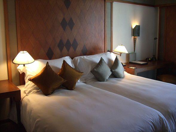 Suhkothai 飯店的床