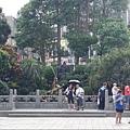 龍山寺廣場邊3.JPG