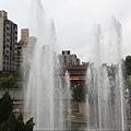 龍山寺廣場噴水池2.JPG