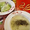 吼牛排館沙拉玉米湯20130922_ _1.jpg