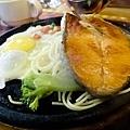 吼牛排館鮭魚排20130922_ _1.jpg
