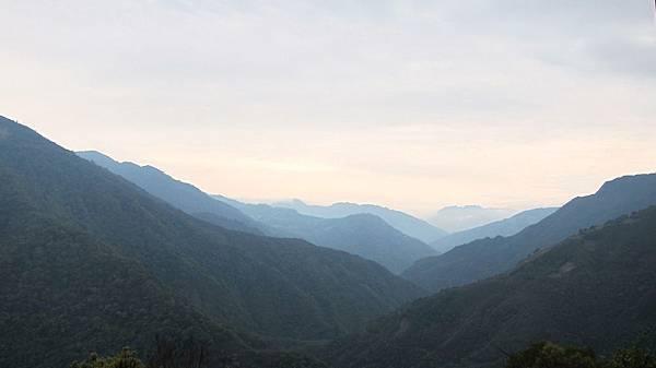 比亞外的遠山