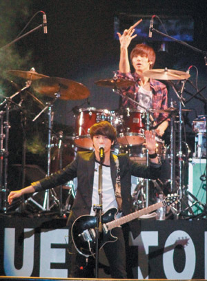 20120229-CNBLUE-concert-in-Taiwan-4