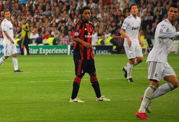 Ronaldinho_and_Cristiano_Ronaldo